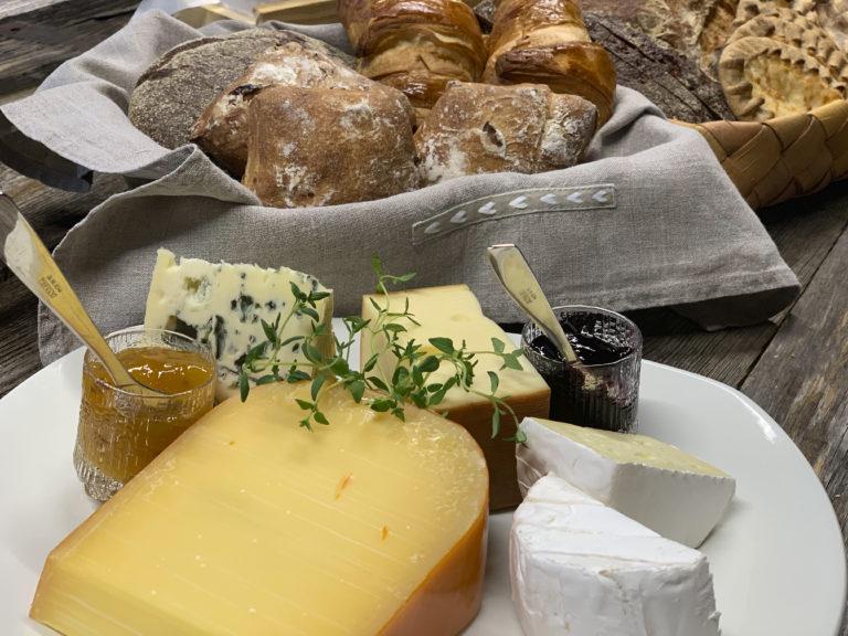 Leivät-juustot
